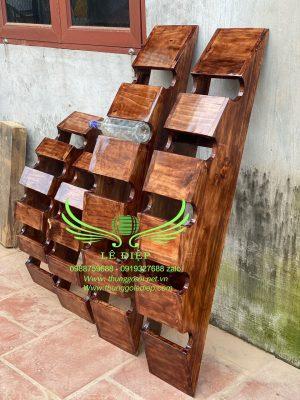 bán giá đựng rượu bằng gỗ