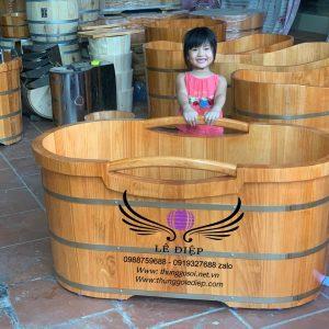 bồn tắm gỗ thông tay cầm cao cấp