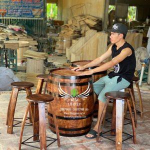 thùng rượu gỗ quán cafe
