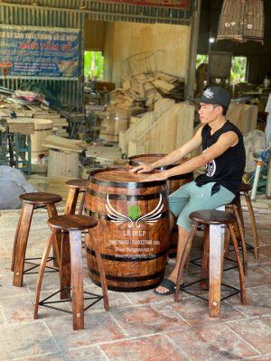 bàn trang trí thùng rượu gỗ quán cafe