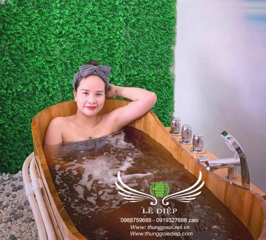 thùng tắm gỗ sục massage